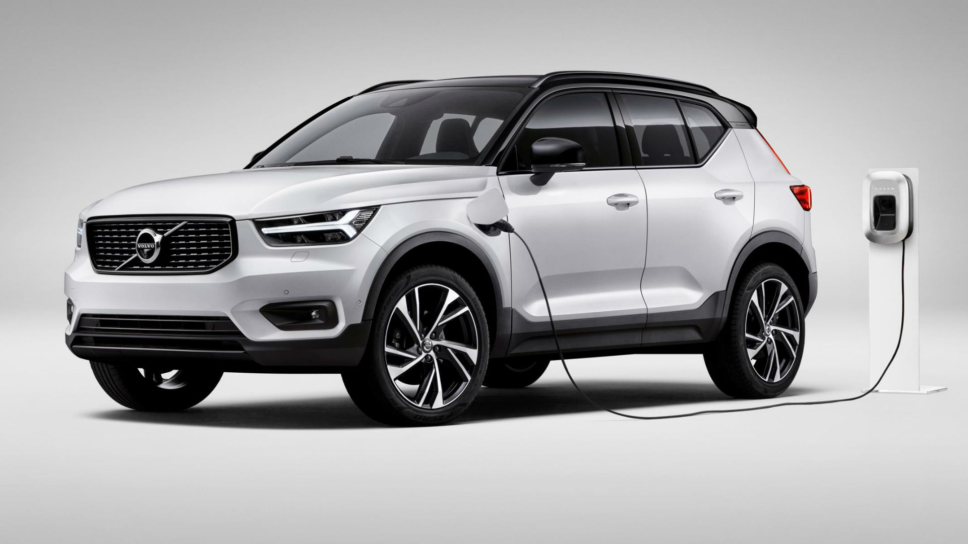 Volvo plug-in free electricity offer