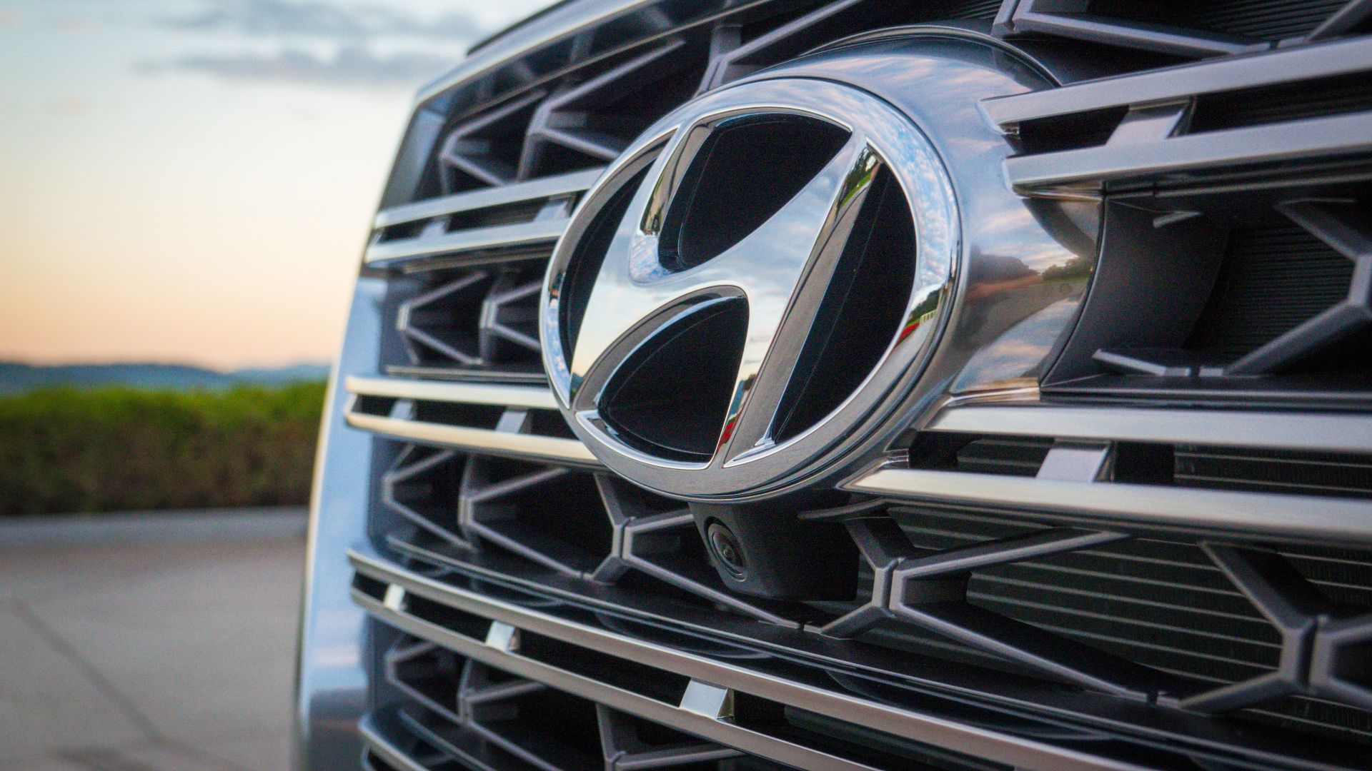 Hyundai beats Apple in ad views on YouTube