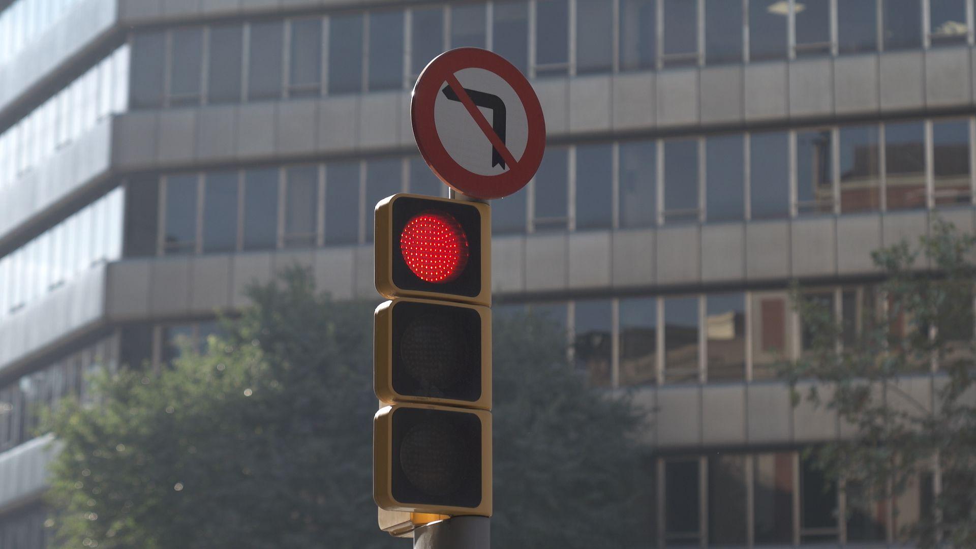 Seat Leon 'talks' to traffic lights