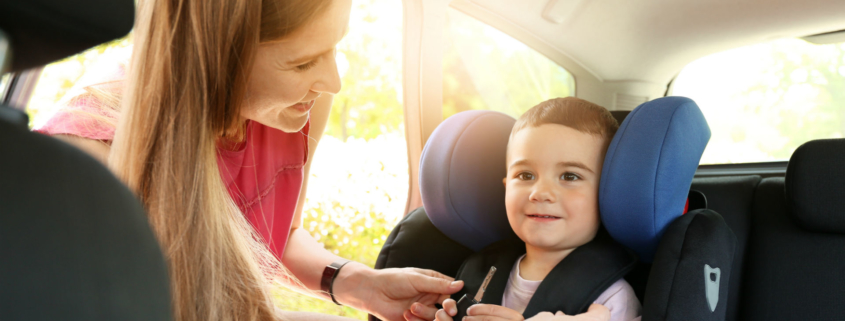 parents getting children into car