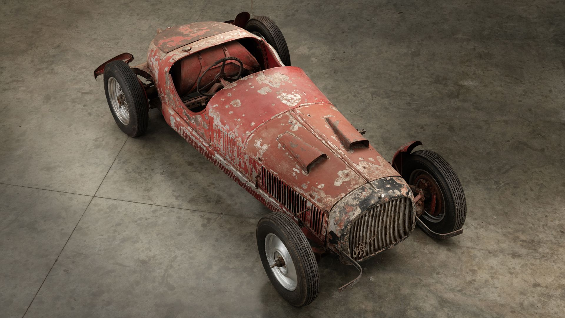 Mussolini's Alfa Romeo is being restored