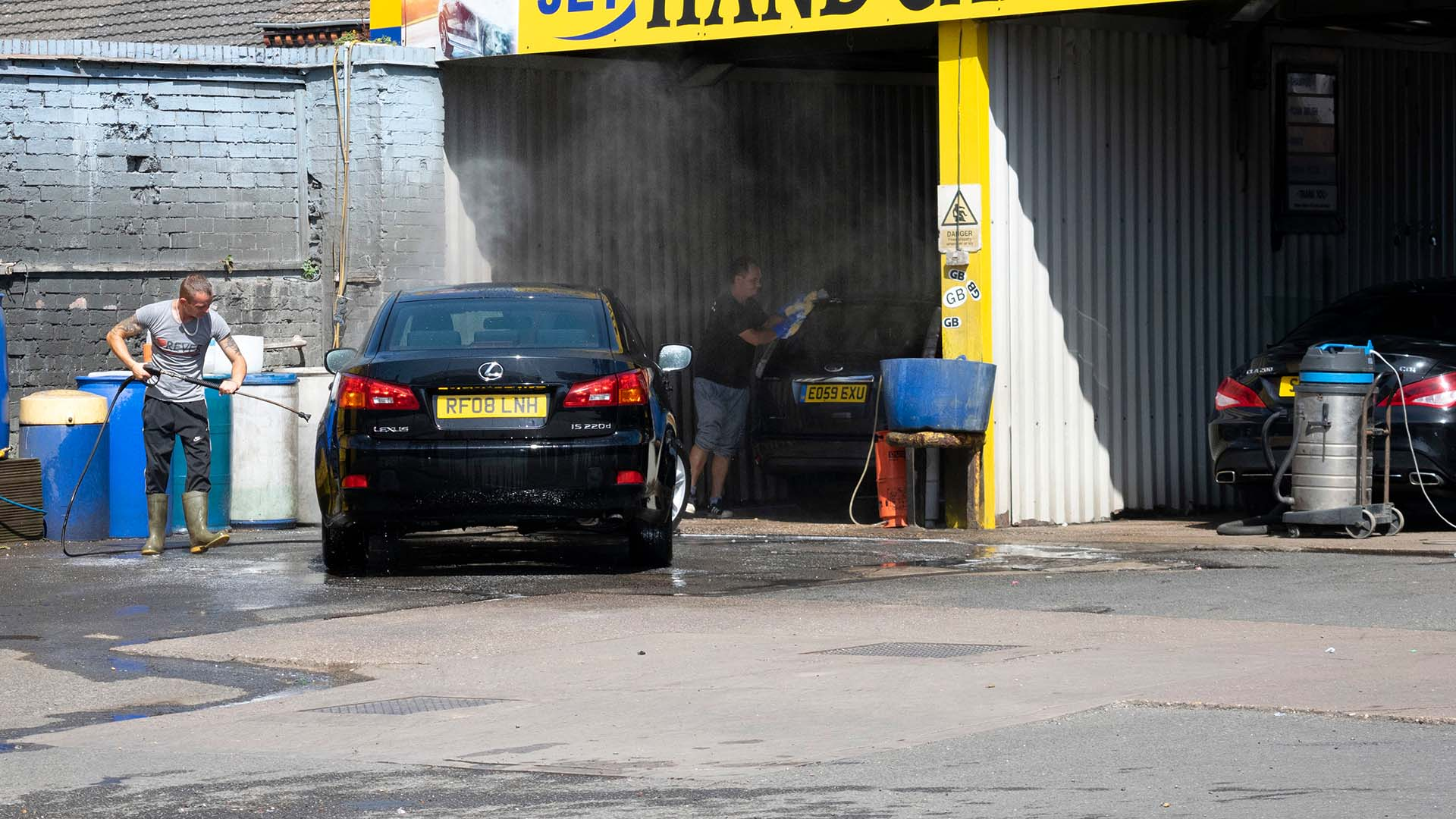 Hand car wash in the UK