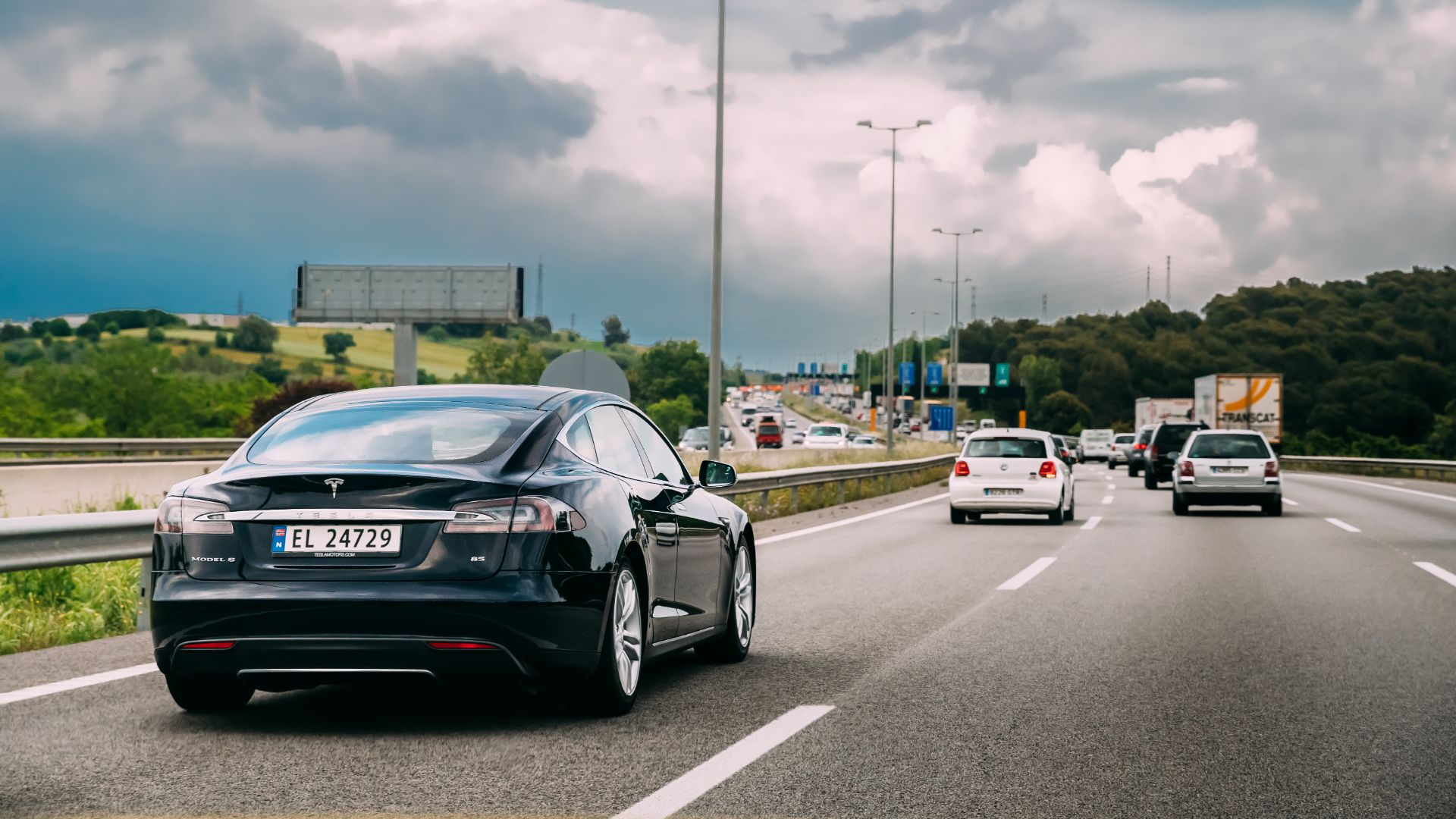 """Electric cars difficult to move when broken, a """"hazard"""" on motorways"""