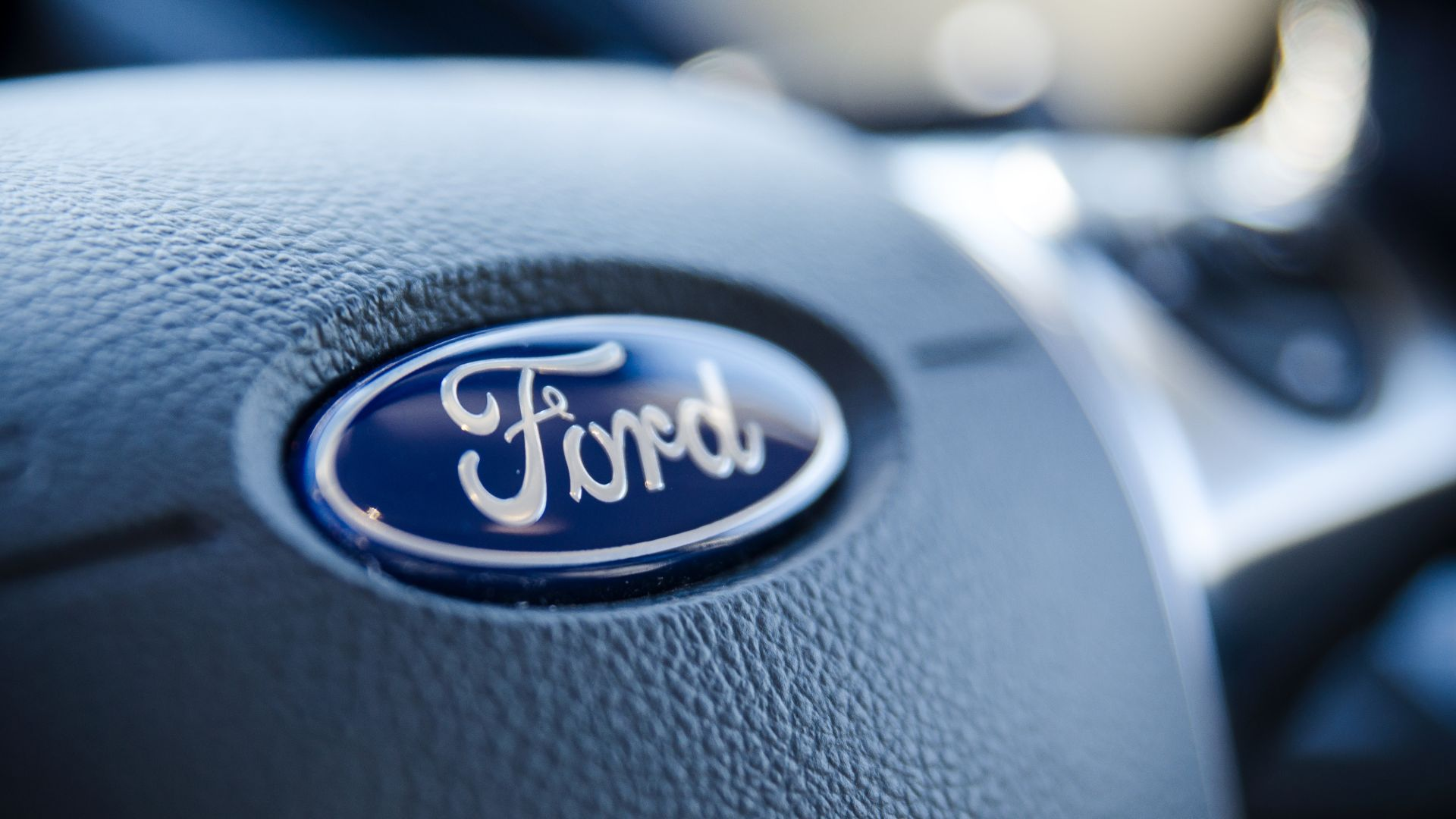 "Ford boss calls 2032 ban ""hugely ambitious"""