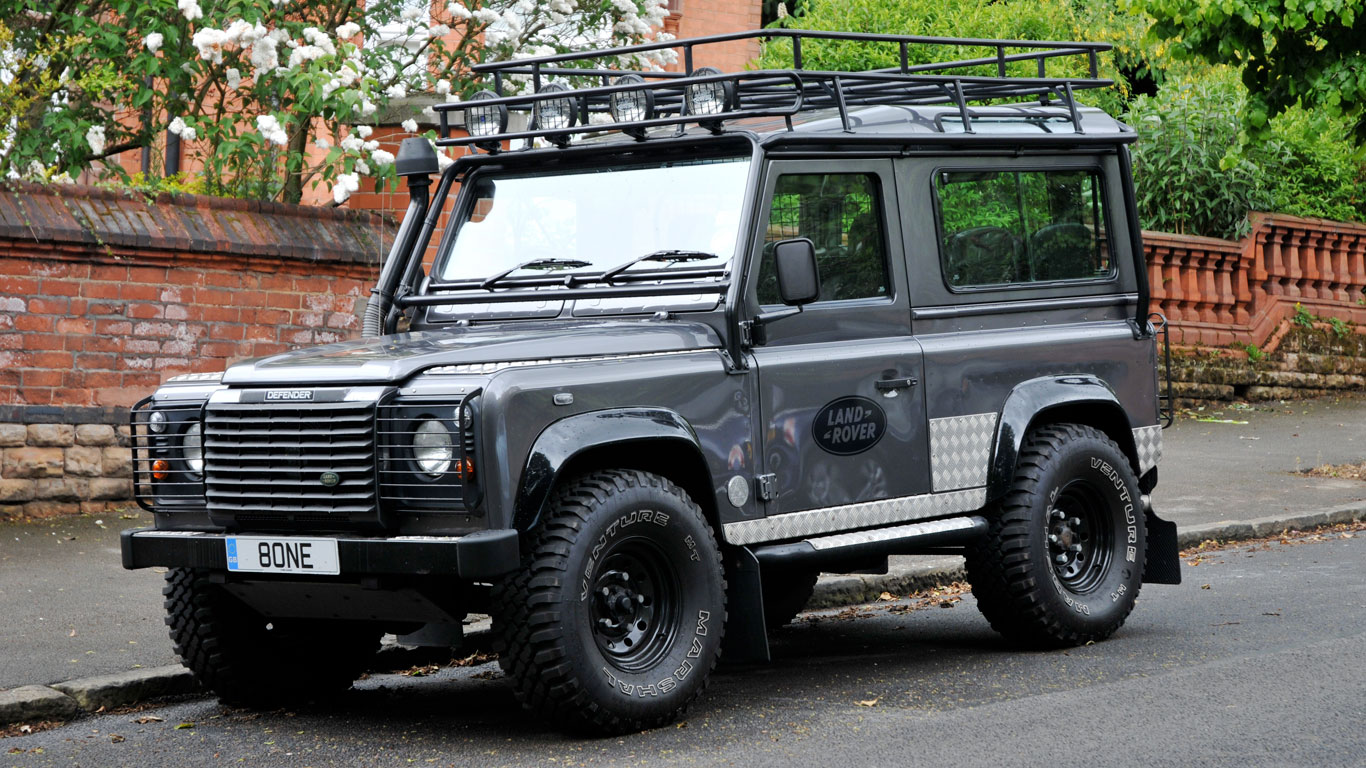 Land Rover Defender Tomb Raider