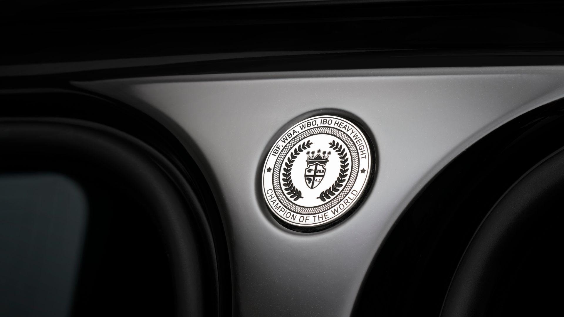 Anthony Joshua gets a new Range Rover SVAutobiography