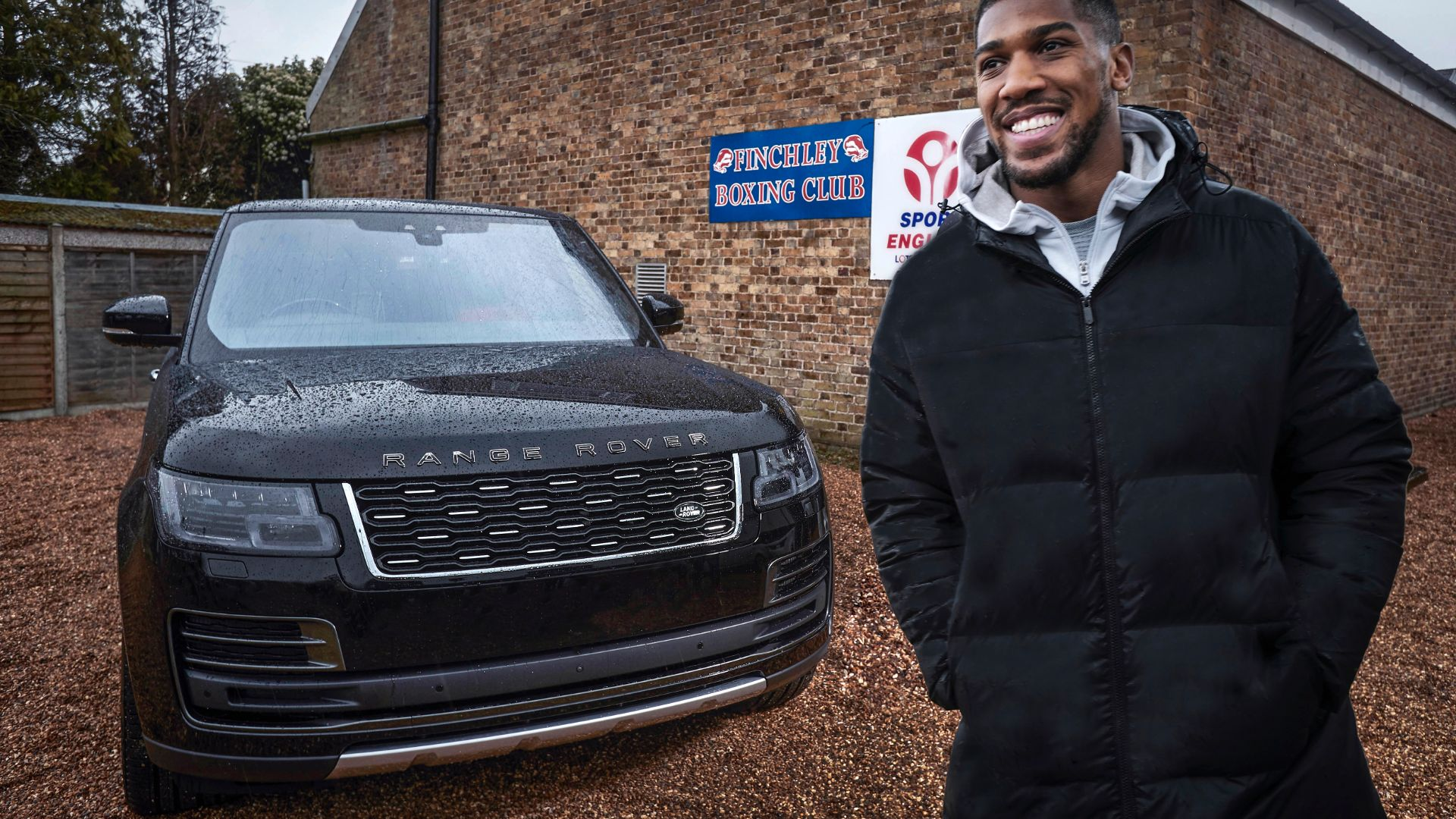 Anthony Joshua gets a new Range Rover SVAutobiography