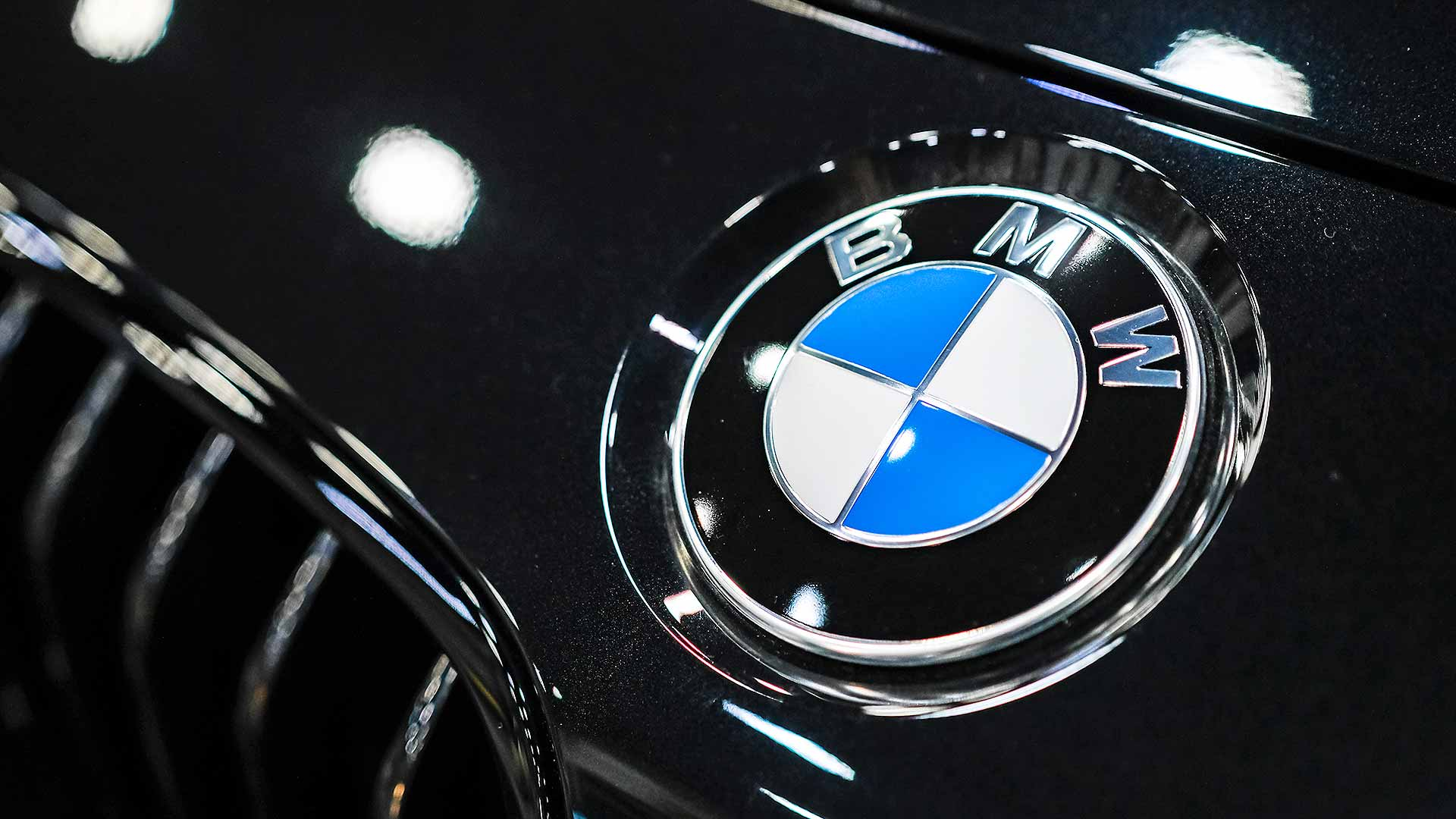 Bmw Confirms New Logo Will Not Appear On Cars
