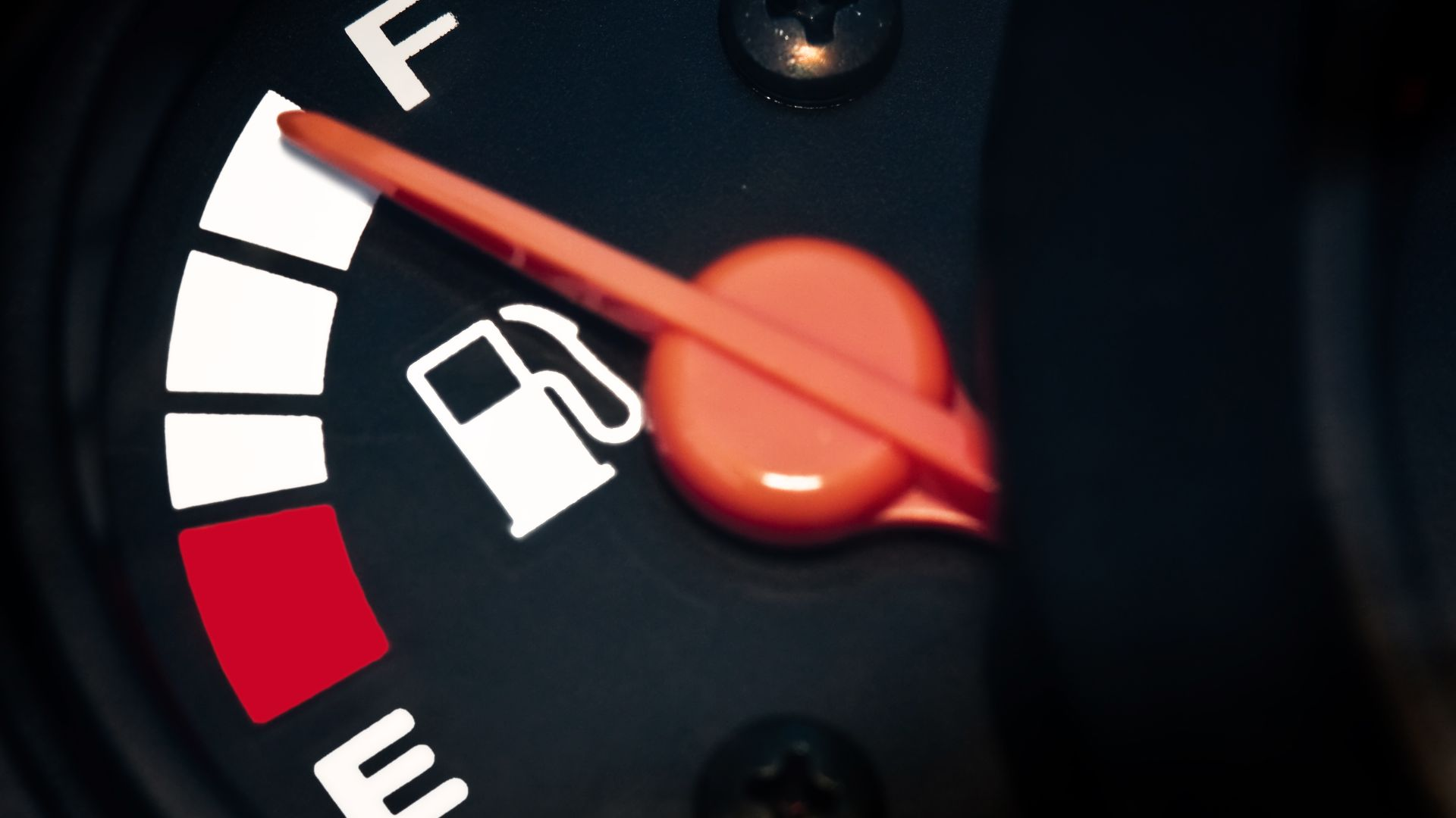 oil price drops should mean petrol savings for motorists says RAC