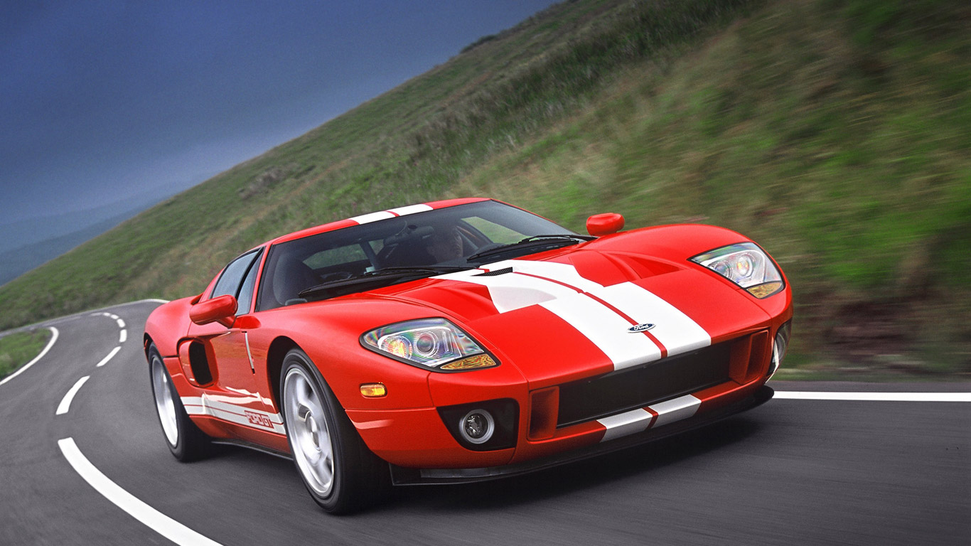 Ford GT celebrates 100th anniversary with light show