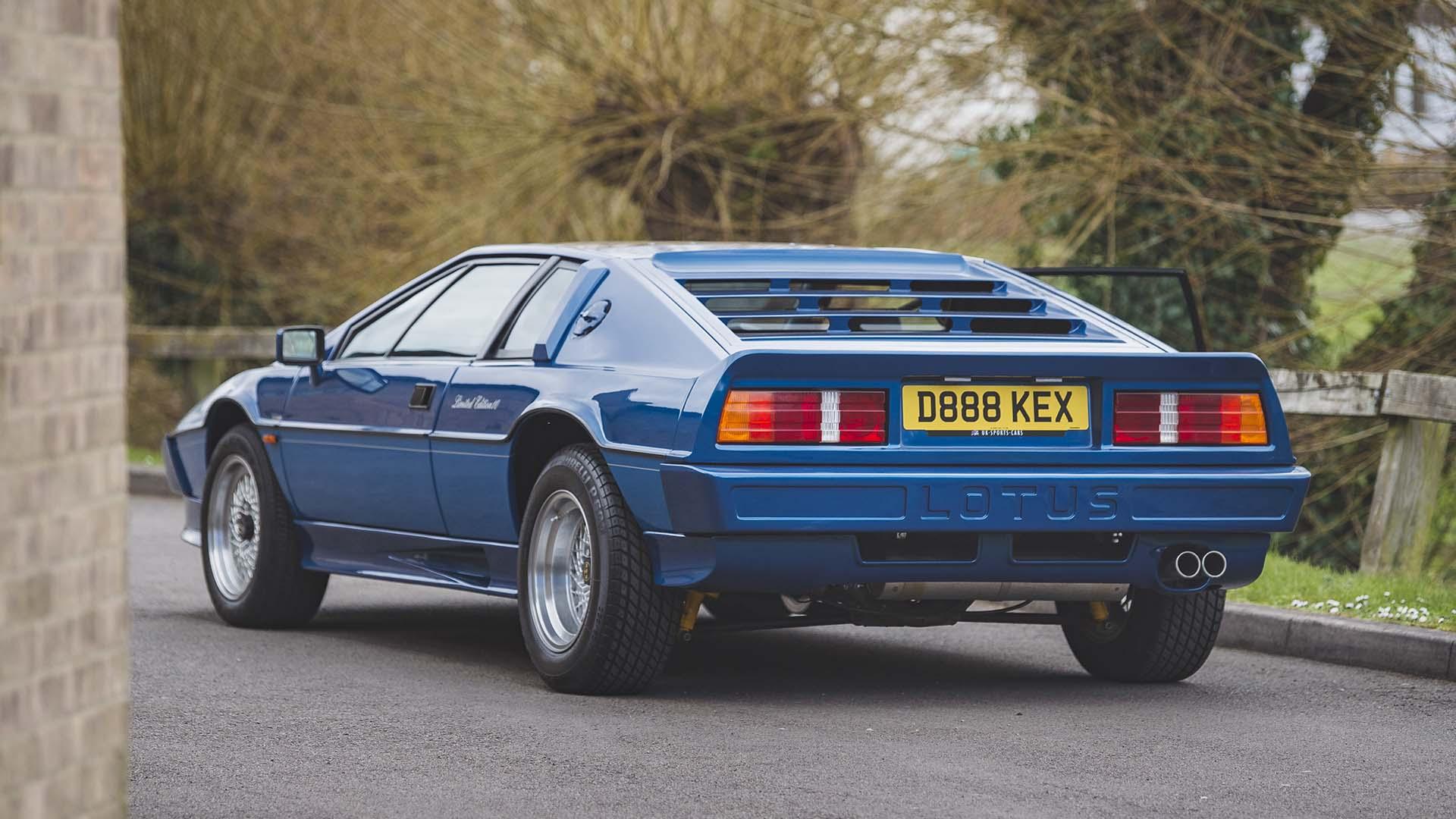 1987 LOTUS Esprit Turbo HC rear angle