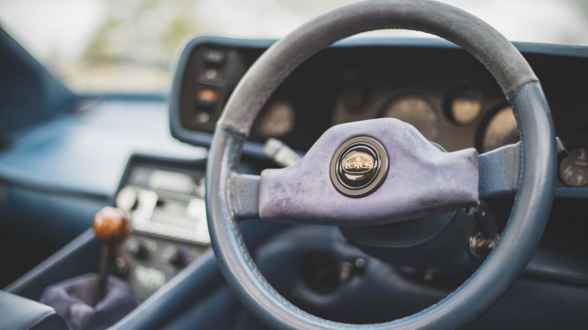1987 LOTUS Esprit Turbo HC steering wheel
