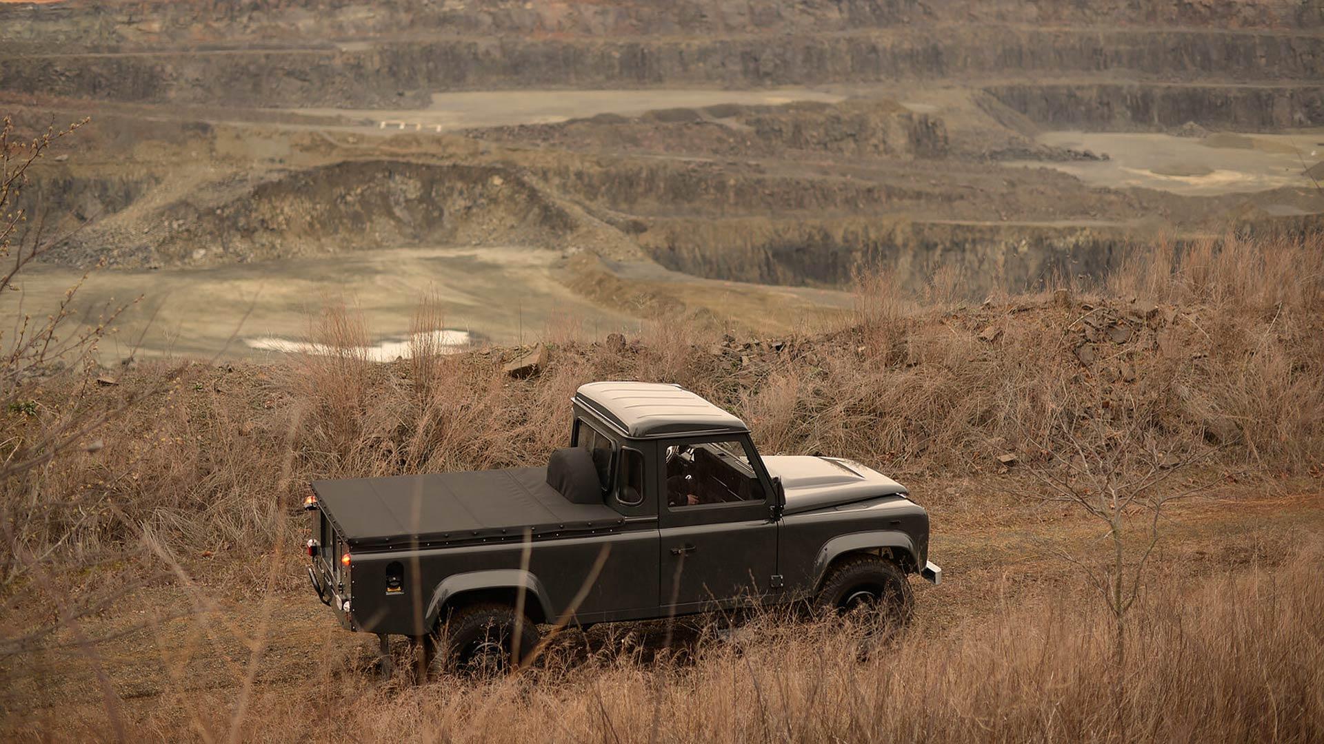 Commonwealth Classics Defender 110 Pickup