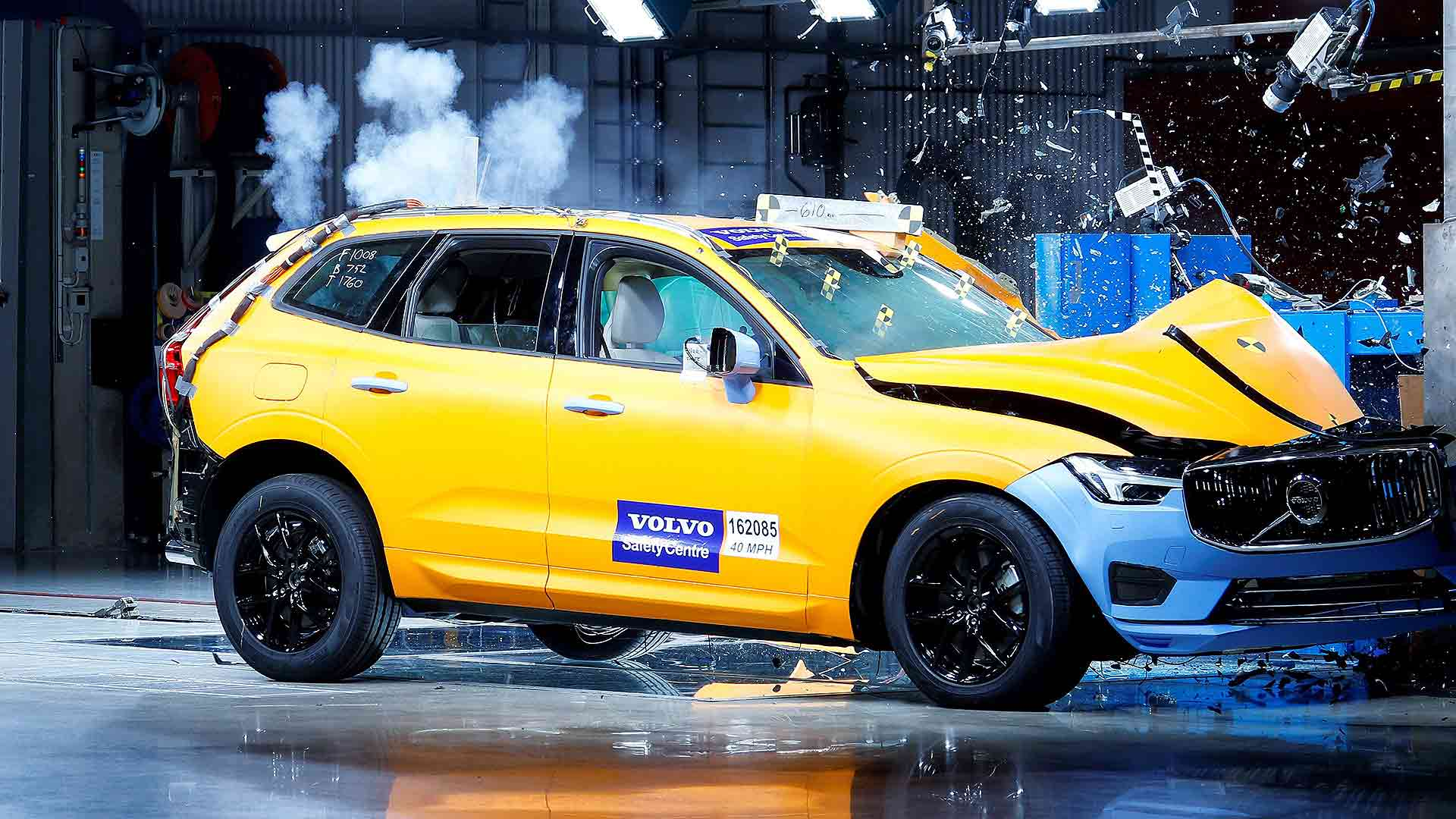 Volvo XC60 safety crash test