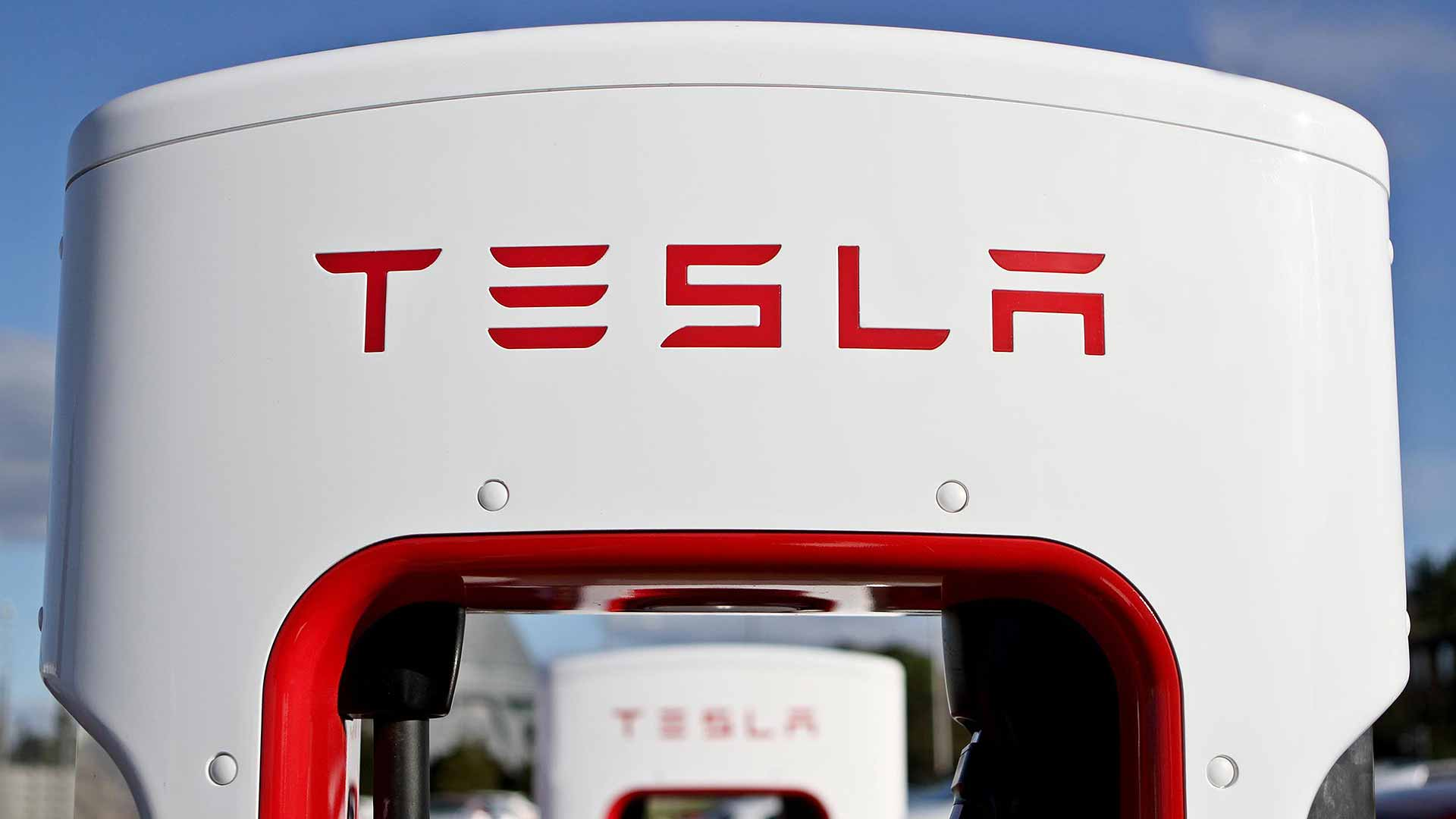 Tesla Bids for Electricity Production License in UK