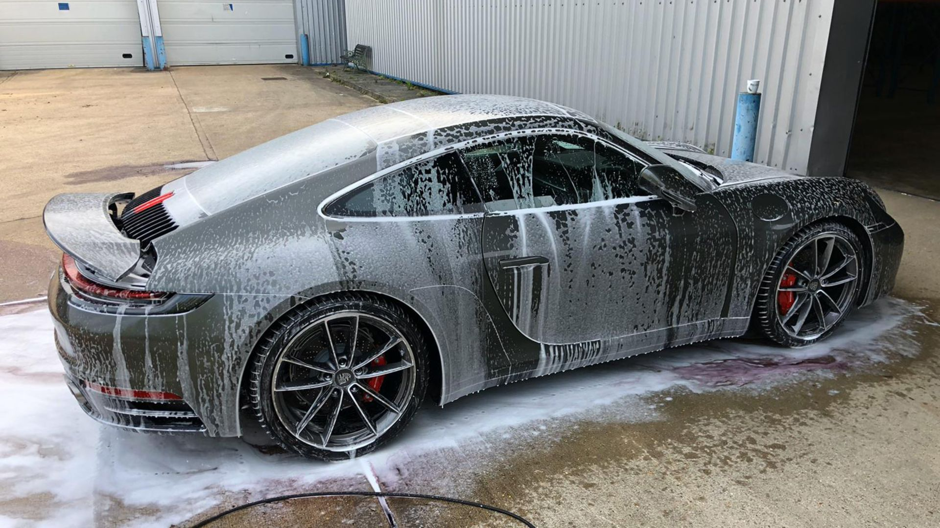 The safest way to wash a car – tip 1