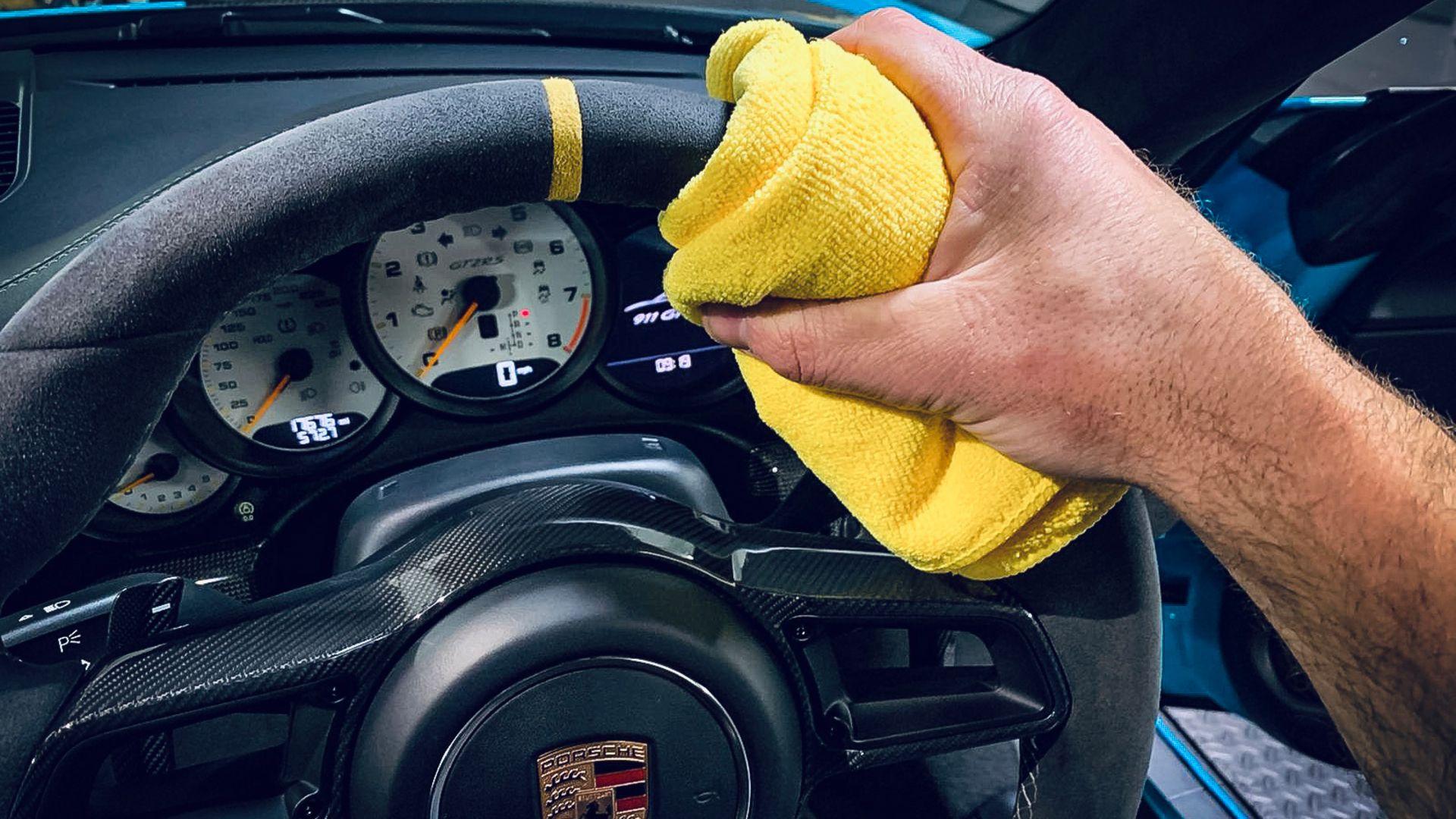 Make an Alcantara steering wheel look like new – tip 1