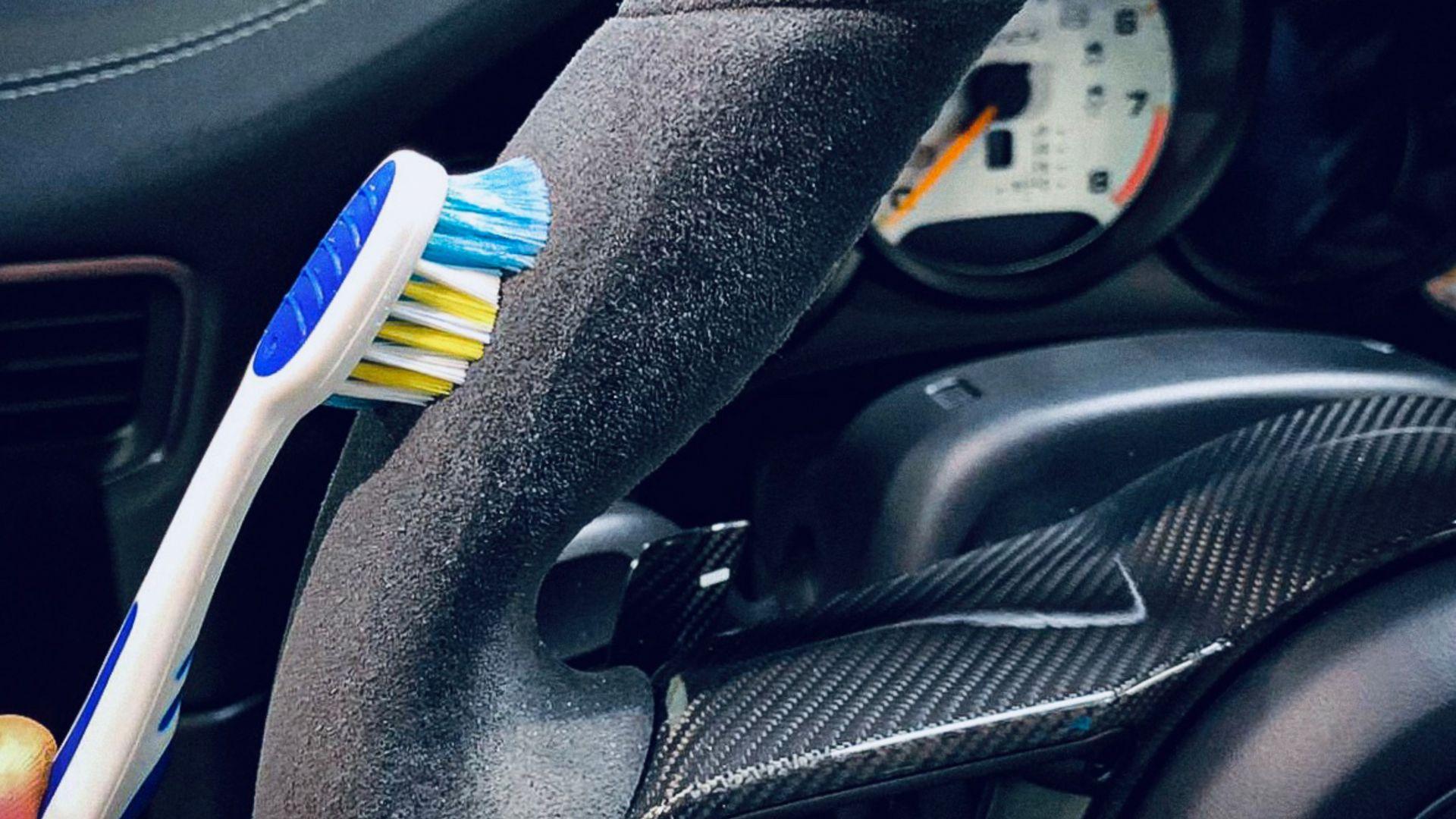 Make an Alcantara steering wheel look like new – tip 2
