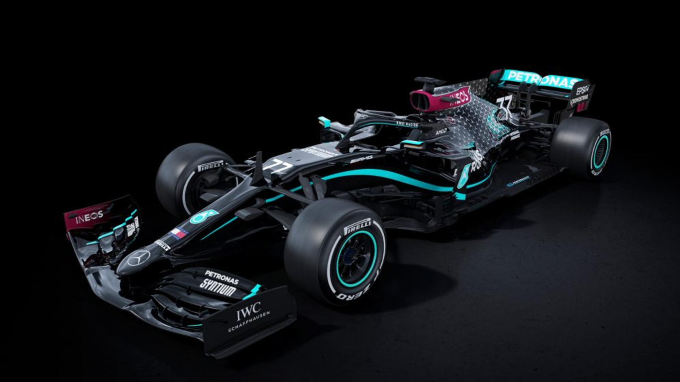End racism – Mercedes-AMG F1