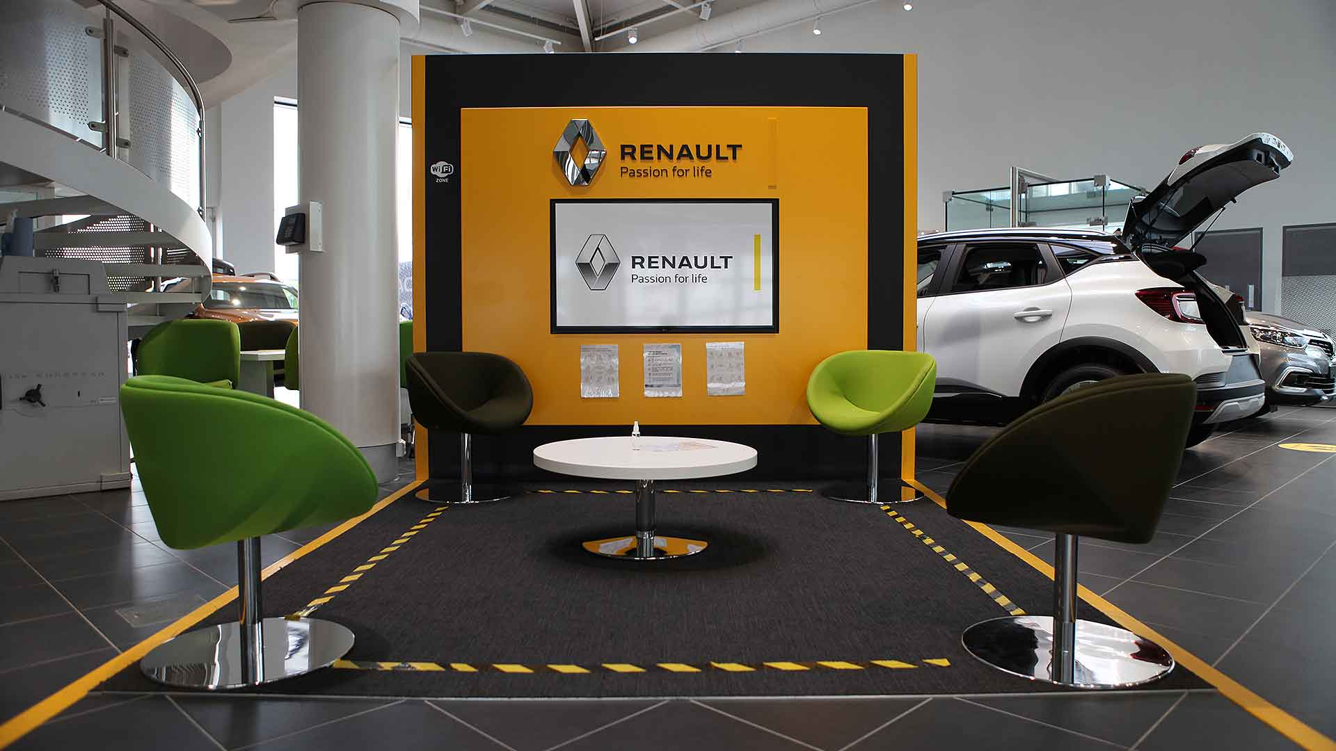 A Covid-friendly Renault new car dealer
