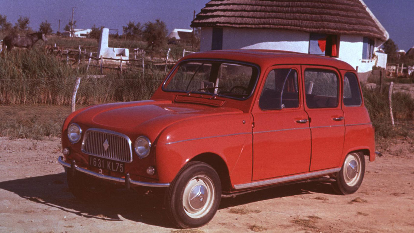 Renault 4 arrives