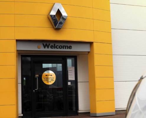 A Renault car dealer reopens with Covid-friendly measures